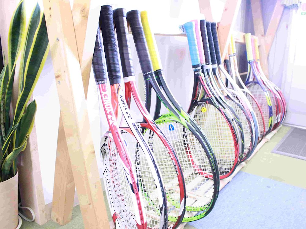 テニスラケットの選び方「初心者は280g以下がおすすめ」