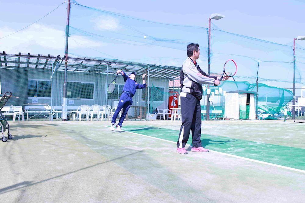 テニス フラットサーブ 練習法
