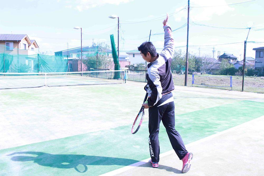 テニス フラットサーブ フォーム