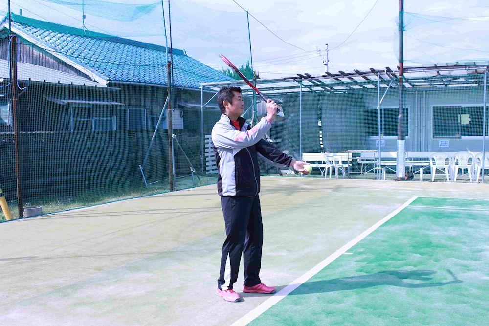テニスのサーブ、構え方。ウエスタン版
