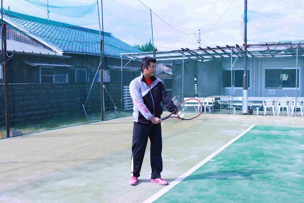 テニスのサーブ、構え方。イースタン版