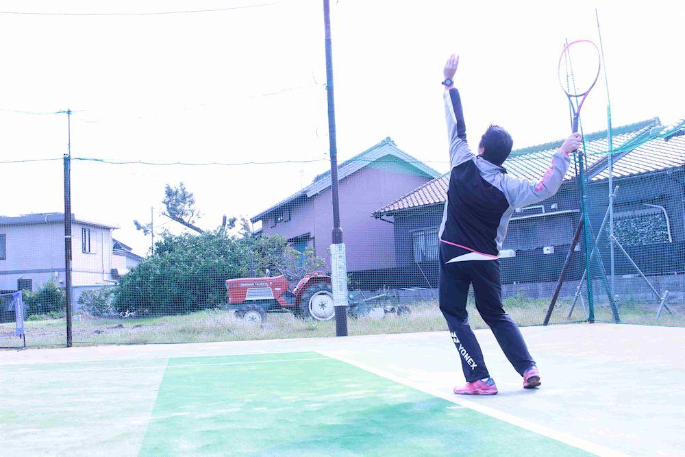 テニスのサーブ、トスアップ フォーム 初心者