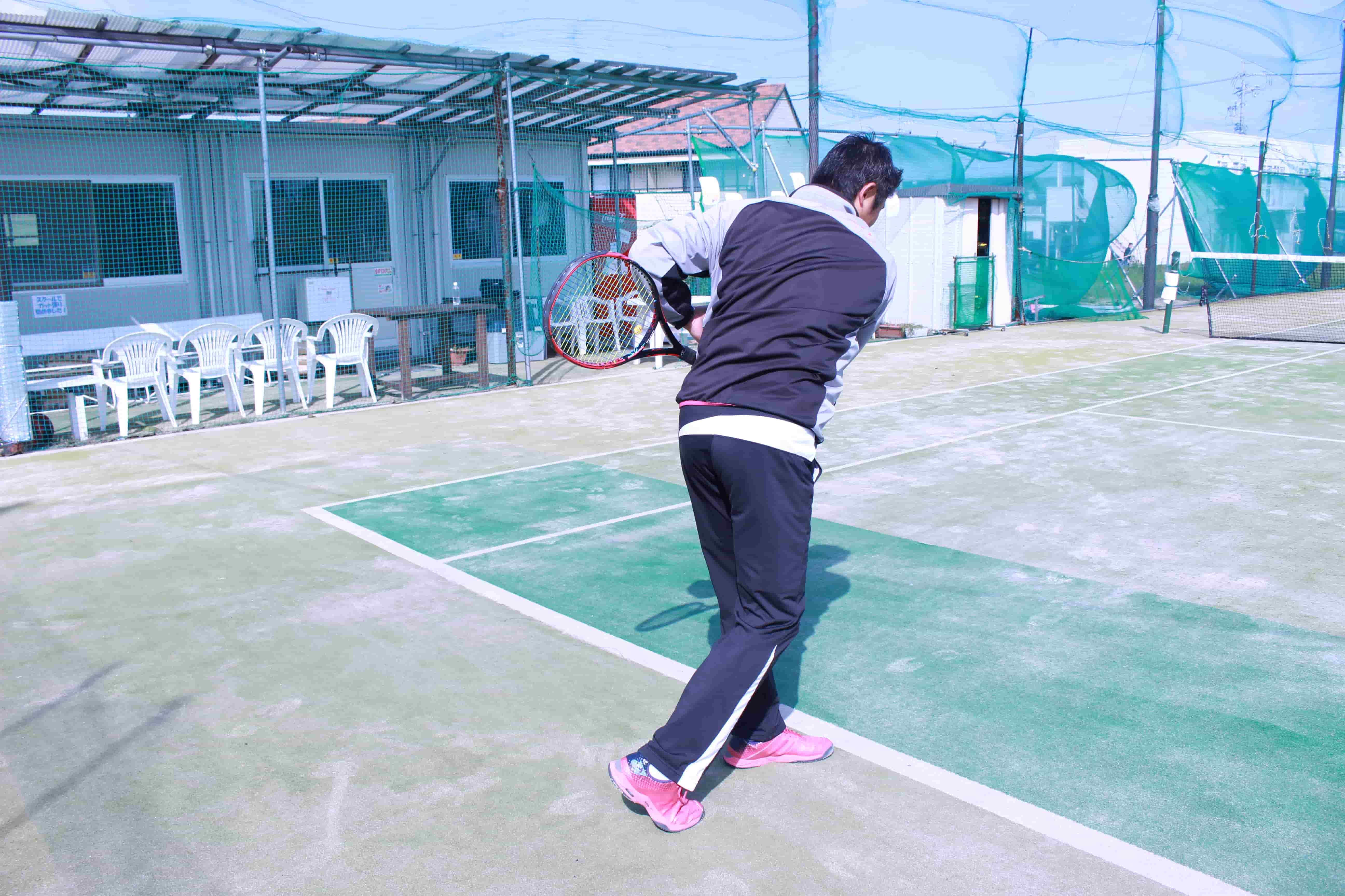 テニスのサーブ、打ち方 コツ 初心者