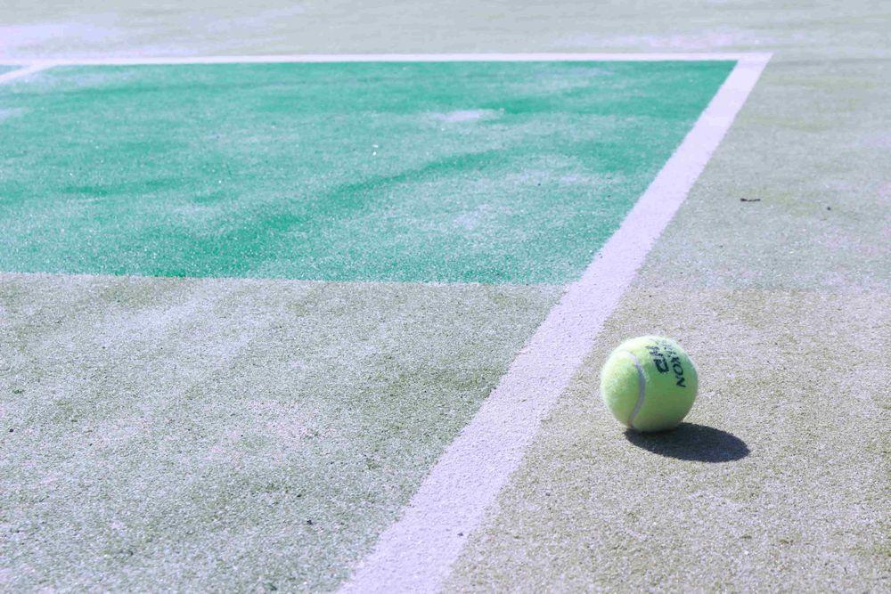 「アウトしてもいいんです」テニスのストローク基本の打ち方&コツ